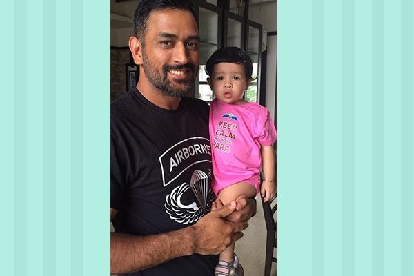 Dhoni drying little Ziva's hair