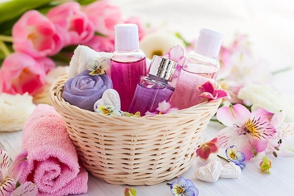 Prepare the perfect beauty gift basket for her