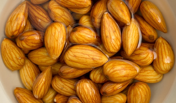 13 Soaked Almond Benefits that can turn your life around