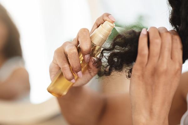 Hydrating hair spray