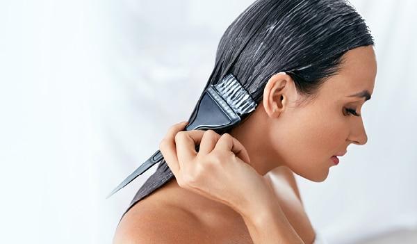 3 बेहतरीन हेयर मास्क जो आपके बालों का फ्रिज़ करे दूर