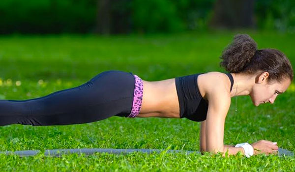 3 PLANK EXERCISES TO GET RID OF THOSE LOVE HANDLES