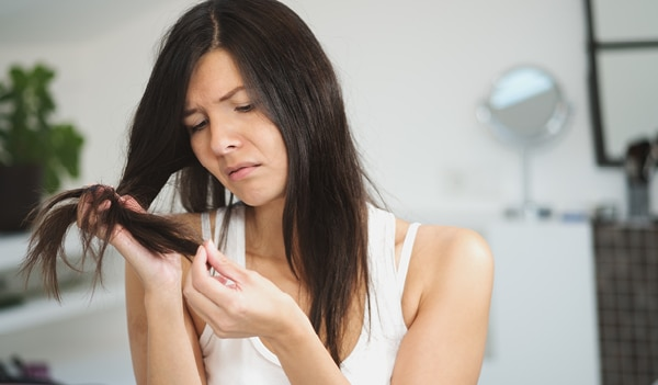 The only 3-step guide you'll need to get rid of split ends at home