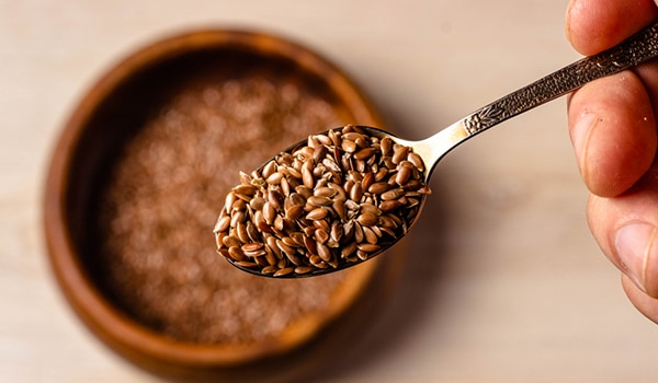 How to use flaxseed for healthy, lustrous hair