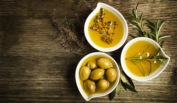3 WAYS TO USE OLIVE OIL IN YOUR SKINCARE ROUTINE