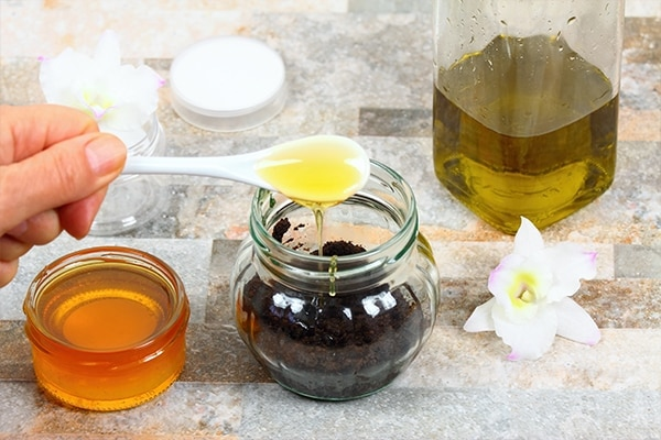 Coffee, honey and olive oil mask