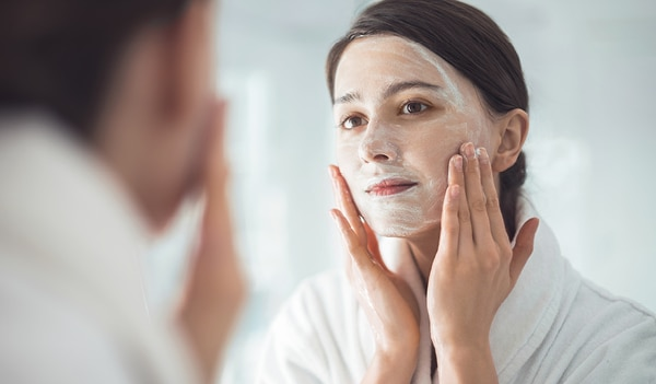 4 reasons why your sensitive skin needs a soap-free face wash