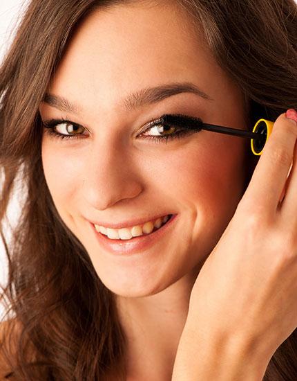 4 fun ways to play up your eyes mascara 430x550