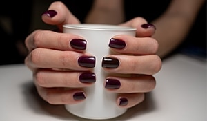 5 cool ways to wear the beguiling burgundy on your nails this season