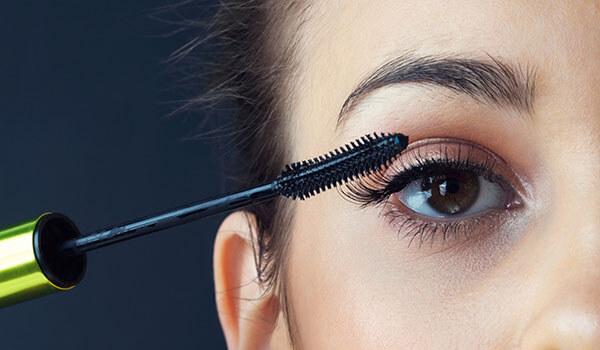 5 Mascara Hacks Every Woman Should Master