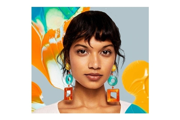 Effortlessly glam – colourful earring is your thing?