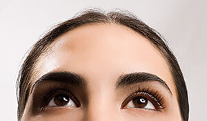 6 beauty tricks to hide a big forehead