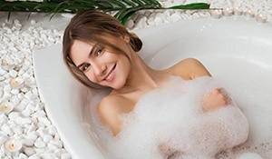 Add apple cider vinegar to your bath for a skin pampering sesh