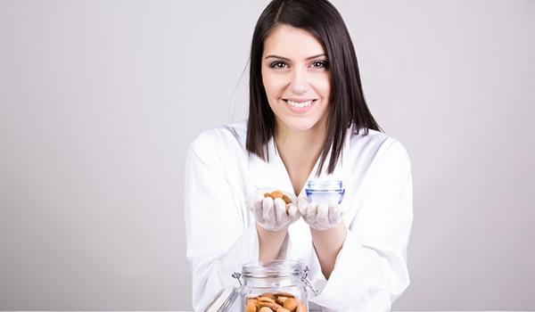 बादाम से त्वचा को सेहतमंद बनाने के 4 आसान तरीक़े