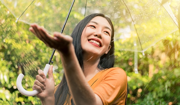 You need to stop making these common beauty mistakes during the monsoon