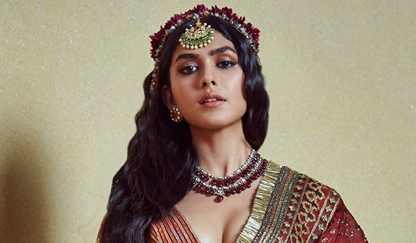 BB Beauty decode — get Mrunal Thakur's beauty look from day 1 of Lakmé Fashion Week 2021