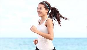 रोज़ाना घंटेभर की जॉगिंग करने से बढ़ती है त्वचा की सुंदरता. कैसे? यहां जानें