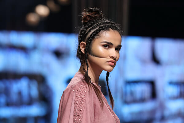 Fashion Week Beauty 2018: Best Hair Looks From Day 1 & Day