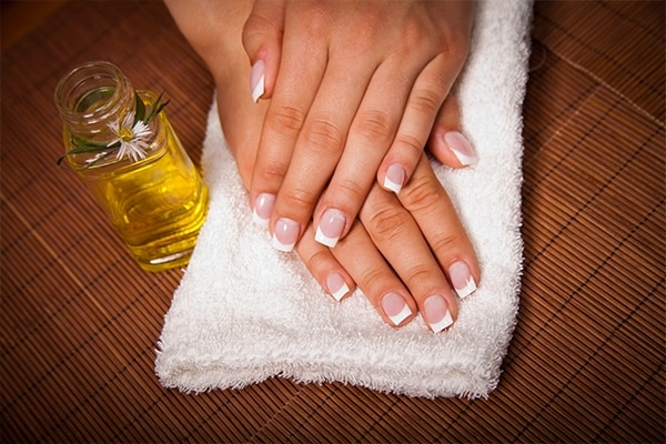 How to go about the hot oil manicure treatment