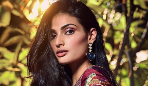 5 celeb-approved glitter eye makeup looks that will turn you into an absolute smoke show this Diwali