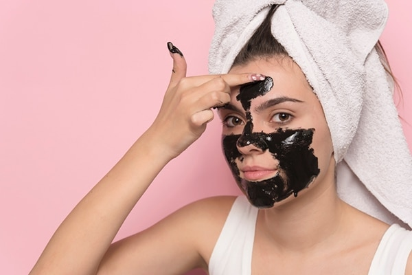 Activated charcoal fights blackheads and detoxifies skin