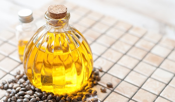 5 ways castor oil can help lighten and reduce stretch marks