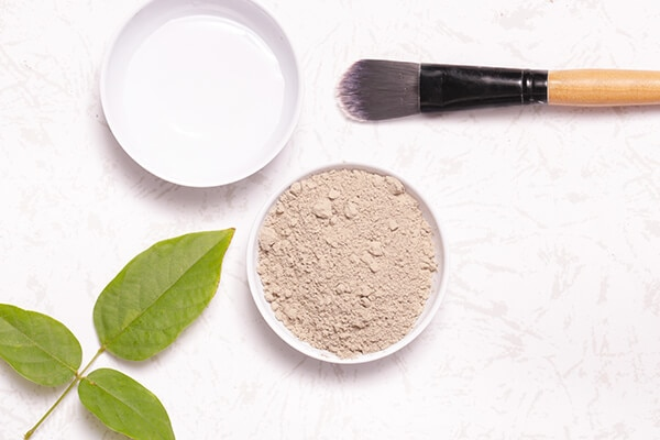Bentonite clay and arrowroot powder