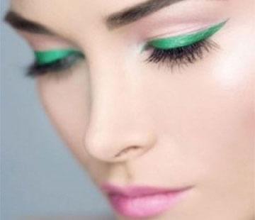 Emerald eye makeup