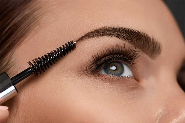 Grooms your brows