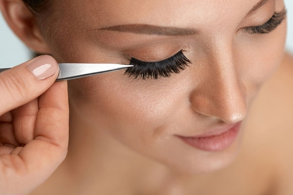 #5 Stick your lashes right over your lash line!