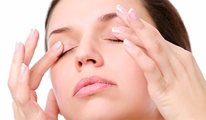 Fight dryness around your eyes with these simple DIY home remedies