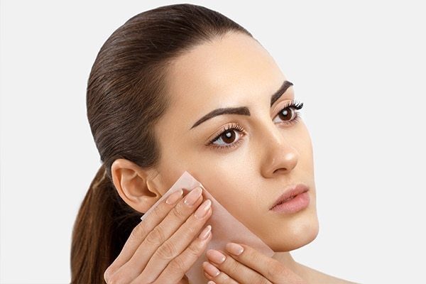 Foundation Makeup: Remove the excess