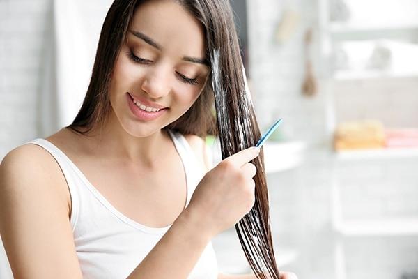 मास्क सूखे बालों पर भी लगाया जा सकता है