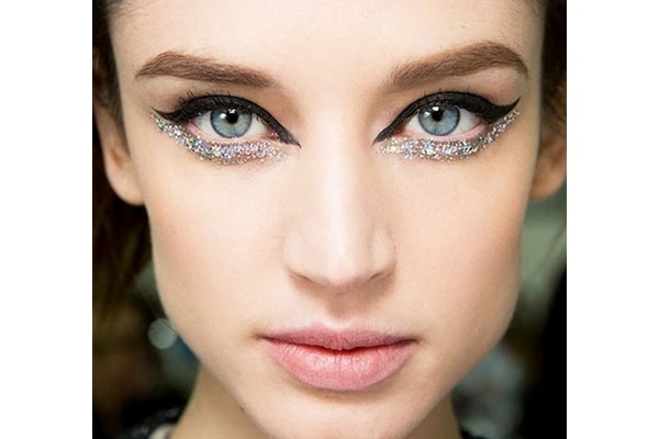 Glitter and girls are inseparable. But what if you are a makeup minimalist