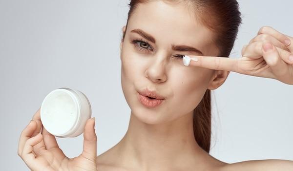 आपकी त्वचा रूखी है? इन पांच में से एक मॉइस्चराइज़र आपके लिए रहेगा बेहतरीन