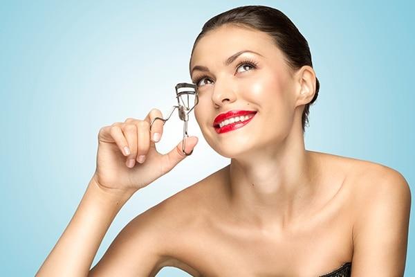 Mistake No. 1: Using eyelash curler after mascara