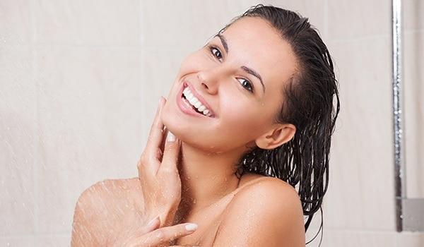 स्नान करने की सेहतमंद आदतें, जो आपको तुरंत अपना लेनी चाहिए