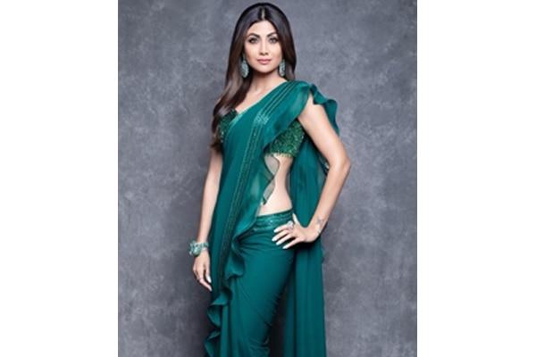 Shilpa Shetty—sophisticated, minimal makeup look