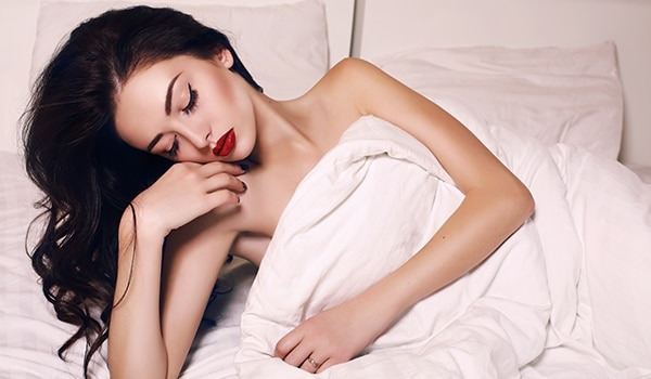 Hey there, lazy girls! Sleeping with makeup on will cost you big time…