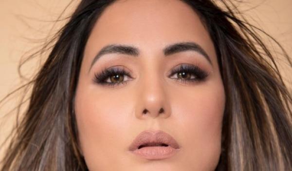 How to recreate Hina Khan's soft smokey eye look