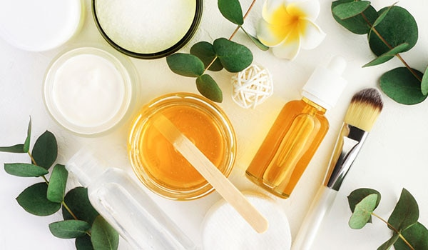 4 REASONS WHY HONEY IS THE MAGIC POTION FOR DRY SKIN