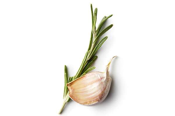 How can I use garlic for my hair?