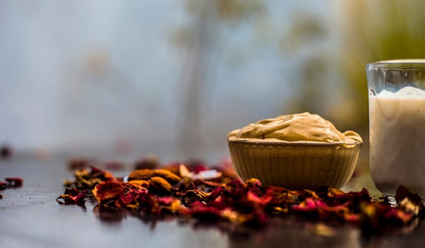 How to use Multani Mitti for Pimples