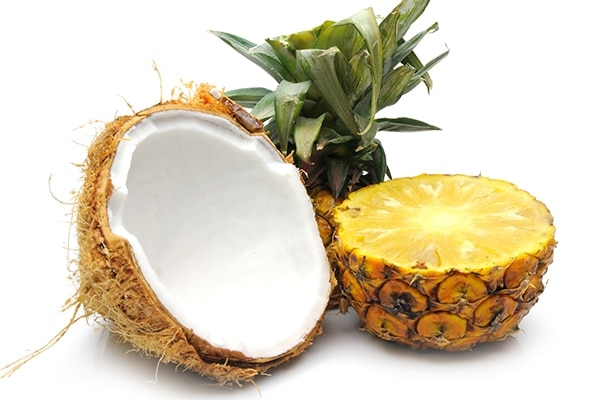 Coconut and pineapple mask for anti-aging
