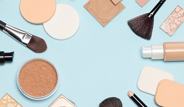 How To Apply Foundation on Face Like a Pro in 3 Easy Steps