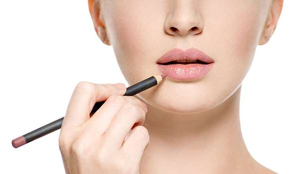 Lip Lining 101—How to apply a lip liner like you know what you're doing