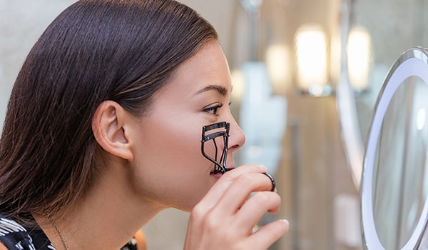 How to curl really short lashes like a pro: Step-by-step guide