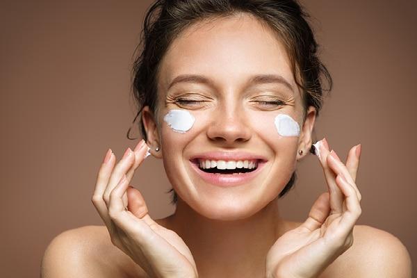 Say goodbye to post-vacation tan with a pampering facial at home