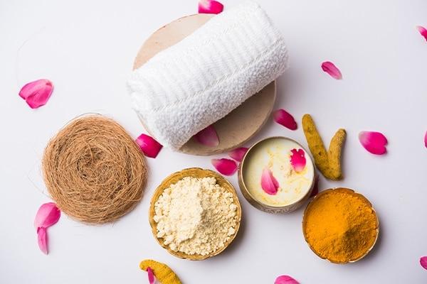 Bengal Gram Flour (Besan) And Turmeric For Remove Tan