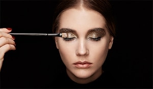 Werk it, girl! How to pull-off the perfect shimmery, smoky eye look